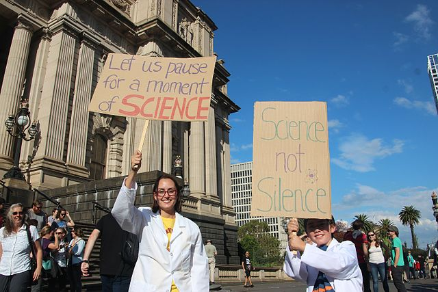 Science supporters outside Parliament House, Melbourne on 22 April 2017 (Photo by Takver, via Wikimedia Commons)