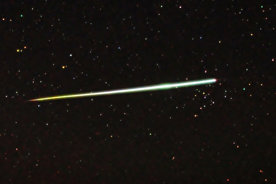 A fireball or bolide seen over the Flinders Rangers, SA, in 2011 (photo by C m handler, via Wikimedia Commons)