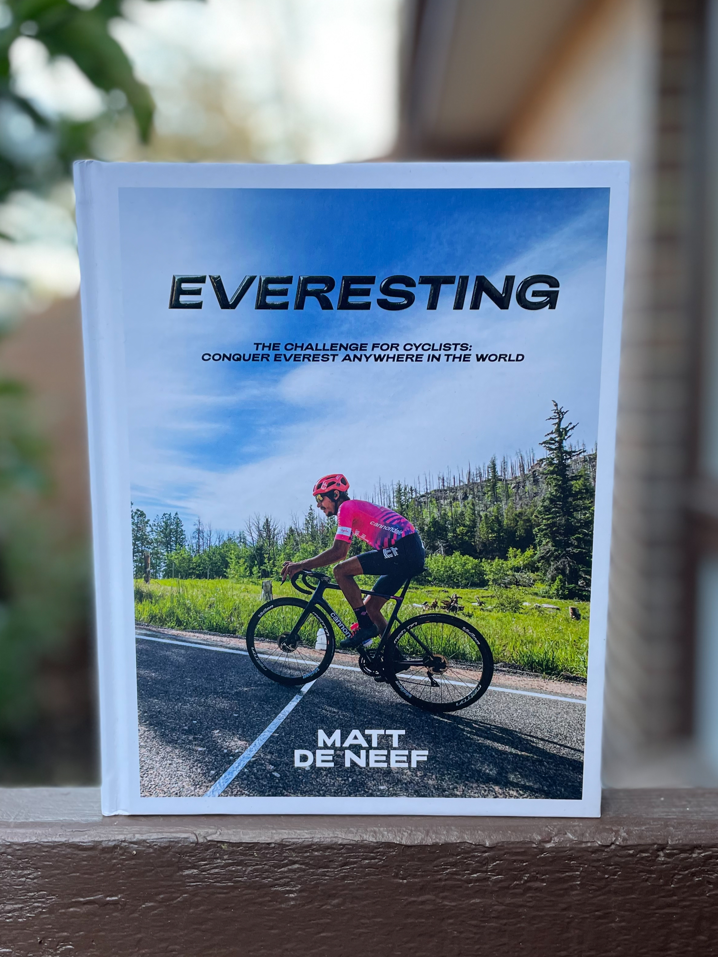 The cover of the book Everesting by Matt de Neef.