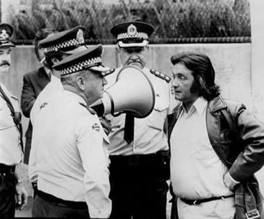 Jack Mundey negotiating with the police
