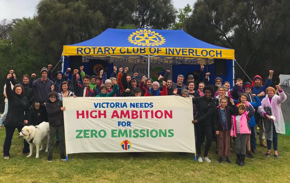 A banner action in Inverloch as part of the 4 year long campaign for strong emission reduction targets